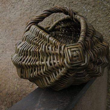 Frame basket melon shape