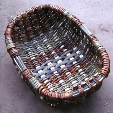 Oval frame basket
