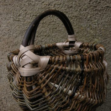Frame basket in Willow and Ash