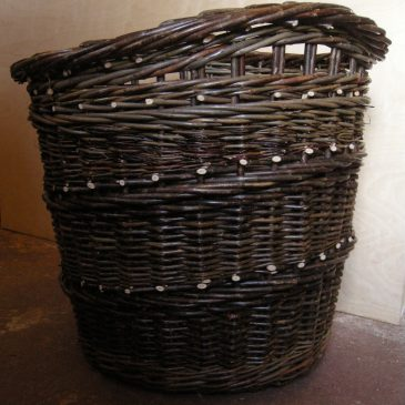 Log basket with integral handles